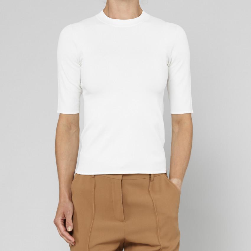 Seamless T-shirt.